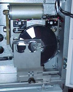 单弹簧电动操作机构